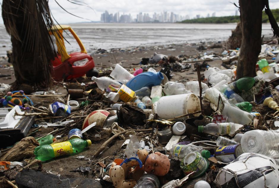 هرساله هشت میلیون تن زباله از خشکی وارد اقیانوس می شود